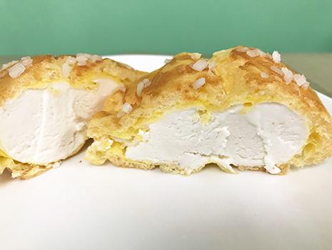 なんと北海道釧路産のミルクをたっぷり使用したクリームに、白あんを練りこんでいるそうです! 白あんですよ!!!
