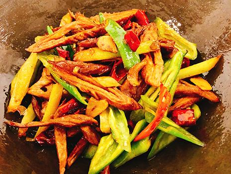 単なる辛味ではなく、そこに酸味を感じる料理は爽やかで、より間口を広げてくれる