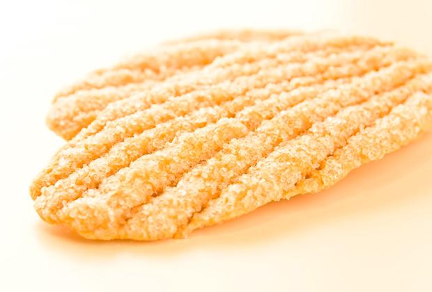 東北地方の原乳を使用したフレッシュバターと小麦粉生地を256層に折りたたみ、一つ一つ職人の手作業により木の葉のかたちに整形されたウエストの代表作です