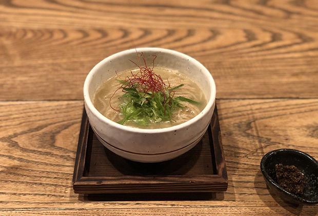 おすすめのひとつ「濃厚汁そば」は、京七谷赤地鶏の鶏がらスープを使用