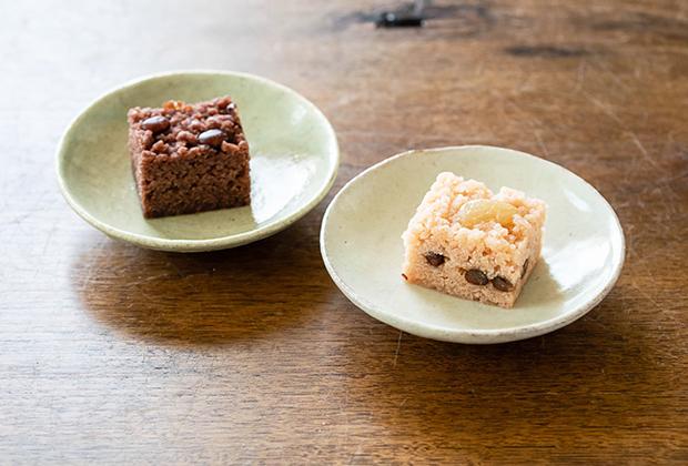 どちらも、蒸し菓子で、御目出糖は小豆餡に、ありが糖うは白金時豆でつくった白餡にそれぞれ米粉や餅粉を混ぜて、そぼろ状にしています