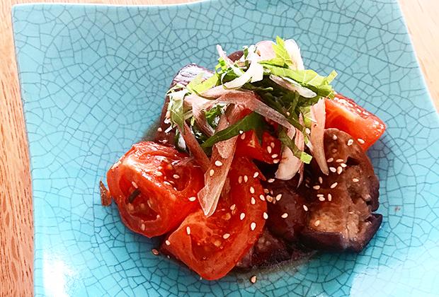 「伊勢むらさき杉樽熟成」を活用したレシピ『なすとトマトのさっぱり和え』