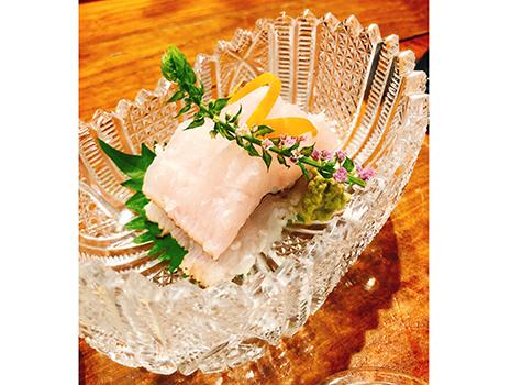 日本料理出身のご主人の肴は季節感に溢れ、極めて旨い