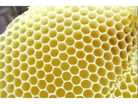 富山で養蜂場を営む近所の養蜂家のハチミツを使用