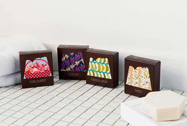 石鹸は4種の香り。ギフトにも喜ばれそうな、目を引くユニークなパッケージ