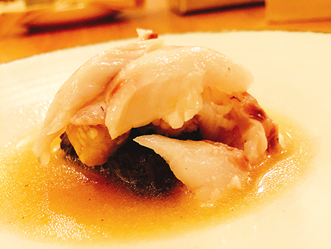 とぼけた求道者&哲学者の如き宮木シェフは、とんでもなく美味い皿を提供する料理人として、大変有名になった