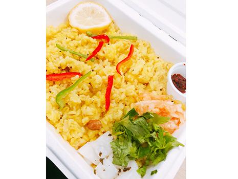 カレー界でその名を知られるホフディランの小宮山雄飛さんが、9月に渋谷区桜丘に開いたお店