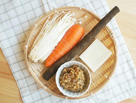 たっぷりの野菜と高野豆腐をプラスして、さらに栄養をプラス