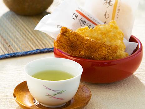 温度と時間を守って淹れた深蒸し茶は、濃厚ながらまろやかな甘みが口の中に広がります