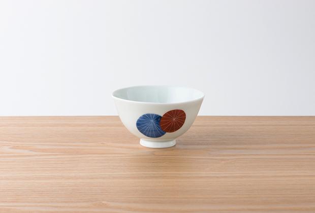 有田・波佐見の伝統産業を受け継ぐブランドがつくる、美しい飯椀