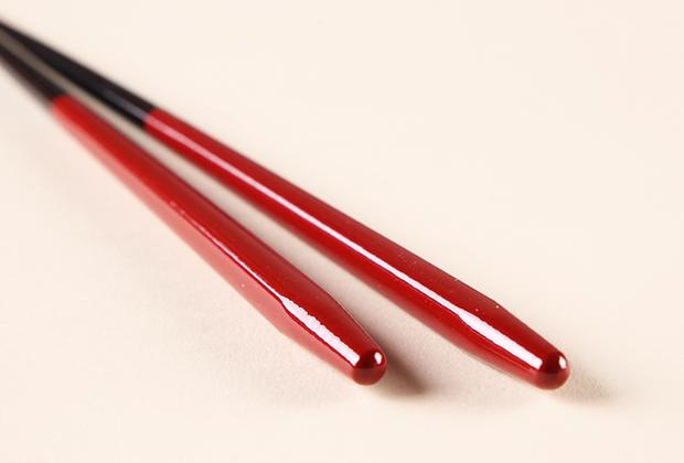 食洗機対応で嬉しい 創業大正十一年の老舗がつくる漆塗り箸