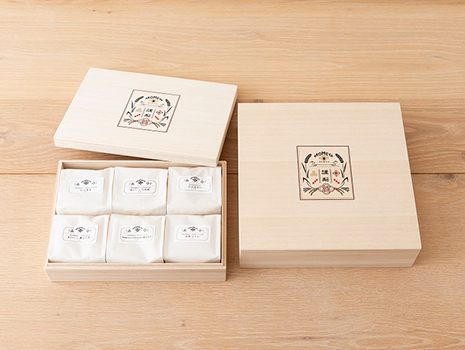 例えばAKOMEYA TOKYOのお米ギフトは、日本各地から厳選した異なる品種をセットにしています