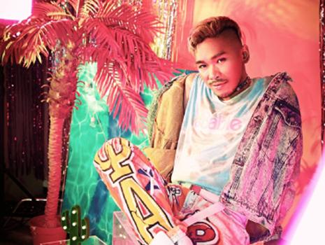 """五十嵐 LINDA 渉氏 プロップス、グラフィック、ファッション、スタイリング、幅広いジャンルで""""カワイイ""""をポイントに世界観を表現する"""