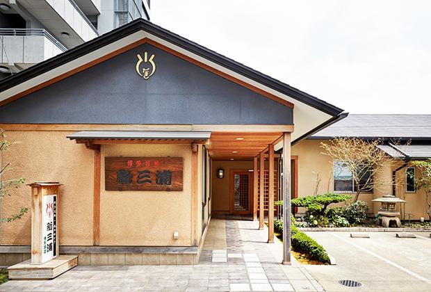 博多の名物料理のひとつ、鶏の水だき。福岡にきたら食べたい地元名物料理のひとつです