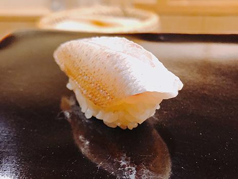 だから「日本橋牡蠣殻町すぎた」の握りは、より美味しく感じるのかもしれない