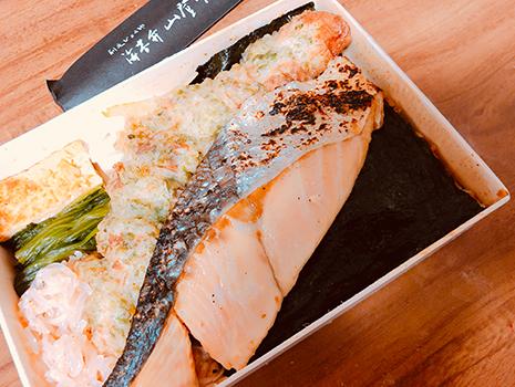 銀座シックス地下「海苔弁山登り」で時鮭弁当を購入