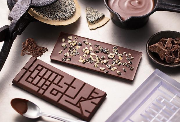 チョコレート通にぜひ味わってもらいたいのが、希少な台湾産カカオの風味と南部せんべいが融合した「Nanbu Tablet(ナンブ・タブレット)」(株式会社小松製菓)