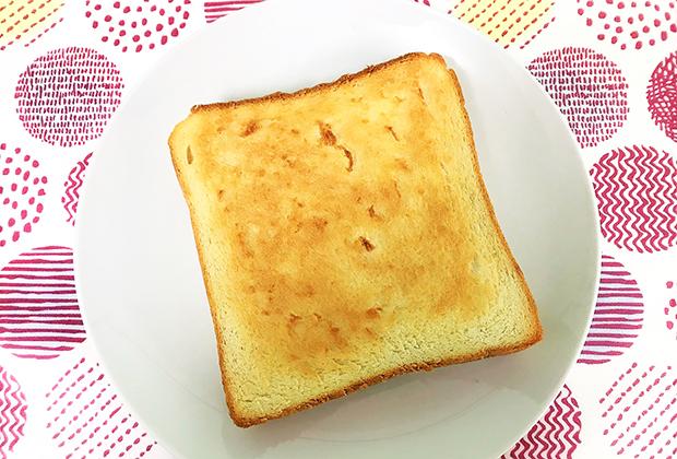 カリッと焼きあがった表面は香ばしく、その中からは小麦の味と香りがふわっっと立ちます!