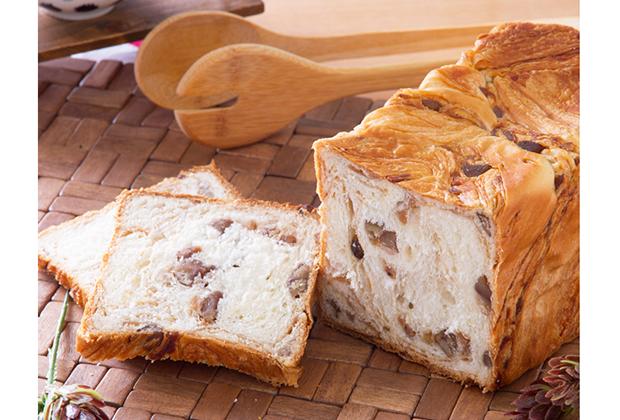 そのデニッシュの聖地京都で、とっても気になる食パンを発見しました! それがこちら! メイズテーブルの「バターデニッシュ 栗」です!