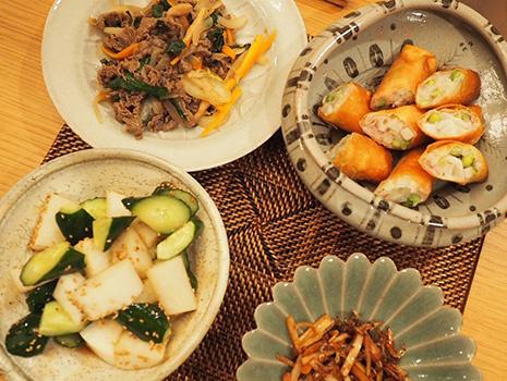 和食はもちろん、パスタを盛ってもハマるし、ものによってはお菓子を置いてもきれい。タイ料理に使ったこともあるんですけど、それがまた素敵でした