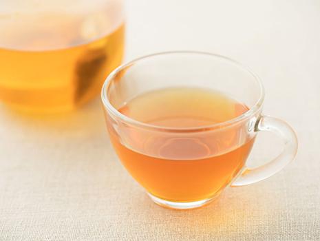 じゃばらとルイボスティーをミックスし、健康や美容へのよい効果や花粉症の症状の軽減が期待できる、これからの季節にうれしいお茶です