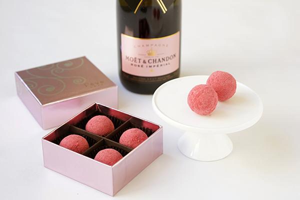 華やかで甘酸っぱい大人のボンボンショコラ モエ・エ・シャンドン ロゼを贅沢に使用したシャンパントリュフが期間限定発売!
