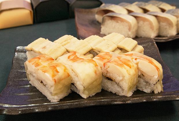 魚庵さんでは穴子と海老の棒寿司もあります