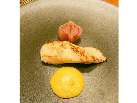 精緻にしてあまりに美しく、日本の食材を積極的に取り入れながら、「ザ・フレンチ」の世界観を構築している