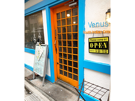 熟慮の末、錦糸町まで戻って南インド料理の「ヴェヌス」へ