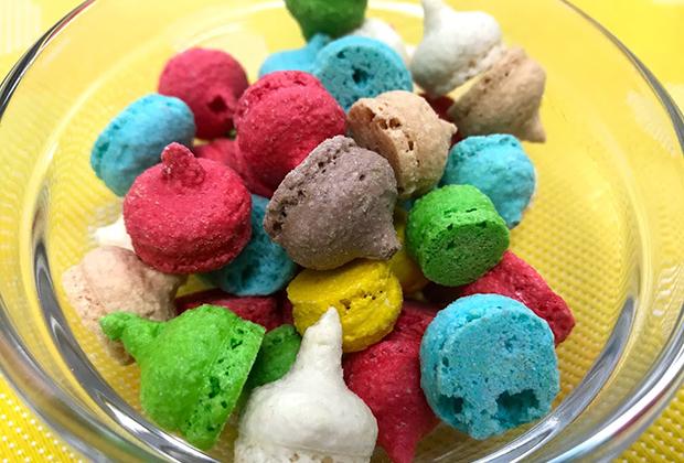 色ごとに、ココア・イチゴ・柚子・ピスタチオ・アーモンド・カラメルとそれぞれに味がきちんと付いているんです!