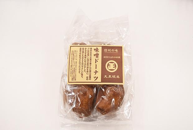 信州松本で長く愛されているお菓子屋さんが作った玄米全粒粉リブレフラワーのドーナツに丸正醸造の味噌を加えています