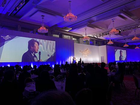 「食べログアワード2019」に出席。日本全国から有名シェフを中心に約500名が着席で、という巨大パーティ