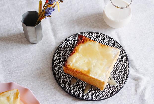 バターを塗ってはちみつを垂らしたり、クロックムッシュにしたり・・・高級食パンで素敵な朝食タイムを楽しんでみては?