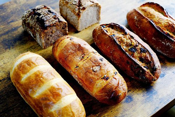 食品の廃棄ロスに取り組む、パンのお取り寄せ。あの街のあのパン屋さんのパンが手に入る「rebake(リベイク)」がサービスをスタート!