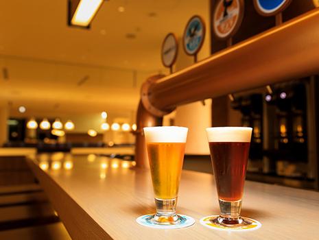 海辺のロケーションとともに特別な時間を演出。味わいの異なる2つのクラフトビール
