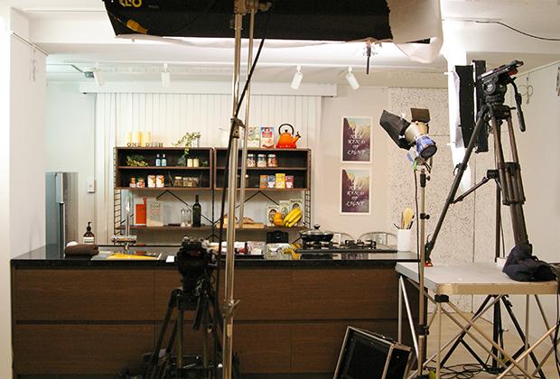 フジテレビ系列「ノンストップ!」内コーナー、「NONSTOP! ESSE」の撮影が行われるということを聞き、その撮影現場に潜入してきました!