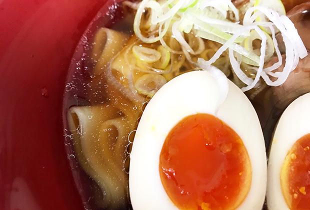 昔懐かしい中華そばのスープに近い、とってもあっさりしながらも、こくウマなスープなんです!