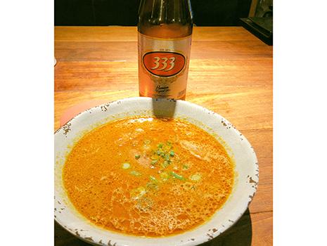 ベトナム風生姜焼きにミンカレー、鶏肉とレモングラス。また新たな酔い止め薬を手に入れ、安心して333ビール