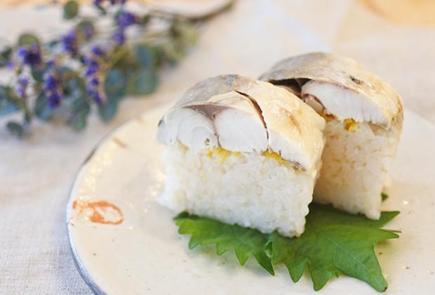 「千鳥酢」を活用したレシピ『焼きサバ寿司』