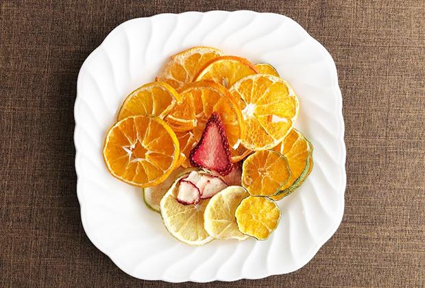 宇和島産のみかんやレモン、いちごをドライフルーツにしたセットを発見