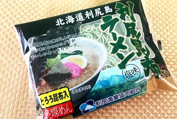 なかなか渋いパッケージですが、よく見ると麺が緑色!