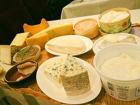 そしてなんといっても15種のチーズ。最近、カジュアルなフランス料理店が多く、実はあまりオンメニューしていなかったりするので嬉しい限り