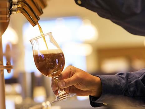 醸造家のクラフトマンシップが完成させたここだけのビールを味わう、上質のリゾートタイムが始まります