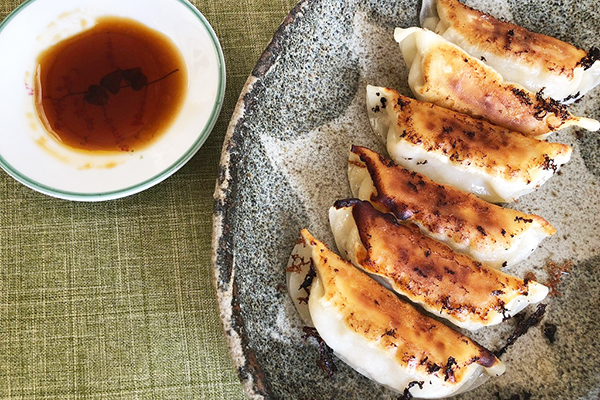 栃木県「とちまるショップ」で見つけた「もてぎのいちごシャム」「かんぴょううどん」「茂木でとれた えごまのソース」「宇都宮みんみん 冷凍生餃子」