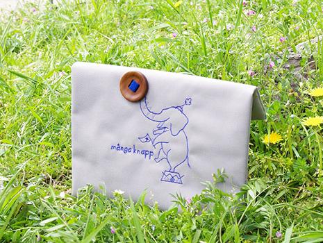 動物デザインの刺繍と木製ボタンがキュートな「クラッチバッグ」