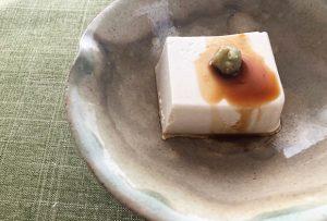 豆腐というより、ごま豆腐に近い濃密さ。和風クリームチーズという感じです。