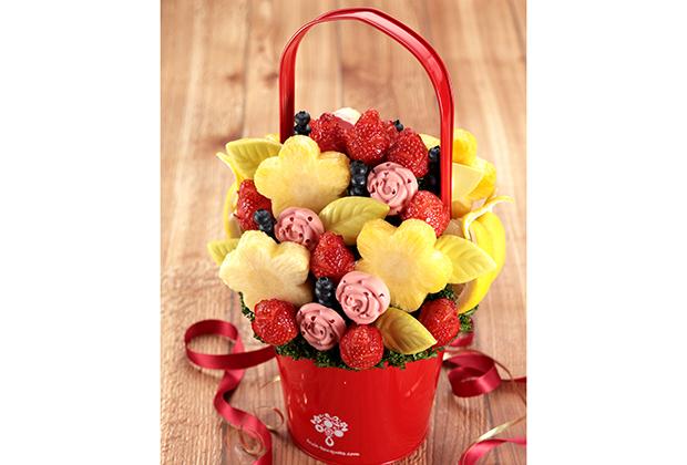 アメリカではパーティーギフトの定番になっているフルーツブーケ。カットした果物を花束に見立てたもので、見た目も華やかです! そんなフルーツブーケの日本初、国内唯一の専門店 Plaisir(プレジール)から母の日にむけた新商品が発売されました。