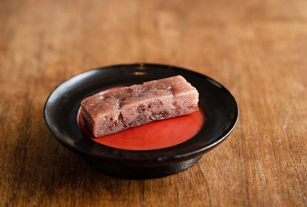 『志ぐれ』は、材料の北海道・十勝産の小豆、国産のもち米、そして、地元の清流・肱川の良質の水が美味しさの源です。