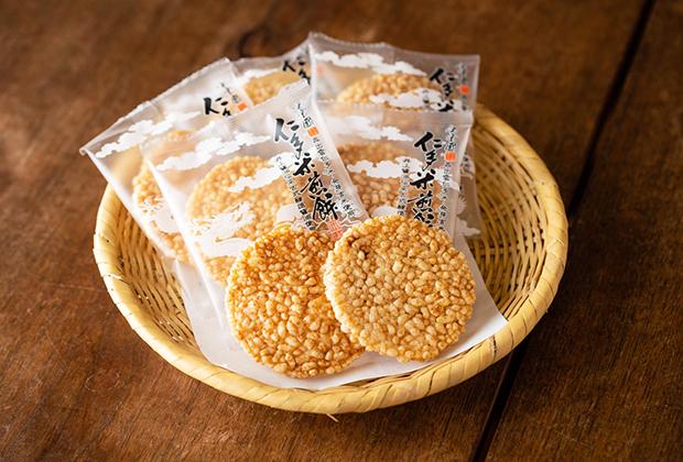 見た目から分かるように、米粒を生かしていて、食感はサクサク、パリパリしています。