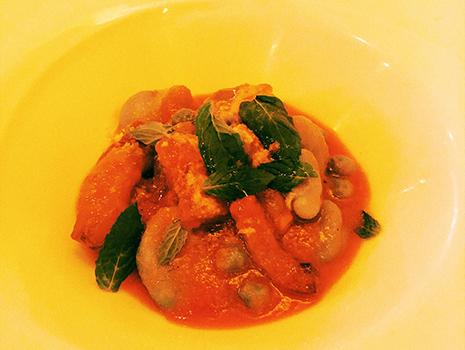 豆とハーブが特徴というので、前菜、スープはその方向で。